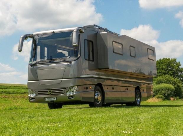 Дом на колесах на базе Volvo со встроенным гаражом оценили 1,5 миллиона евро 1