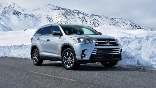 Киевские чиновники планируют приобрести автомобили Toyota на 12 миллионов 1