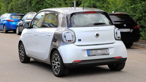 Новый электрокар Smart ForFour замечен на тестах в Германии 1