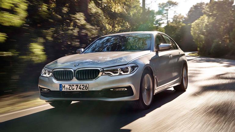 BMW показала обновленный гибридный седан BMW 530e 1
