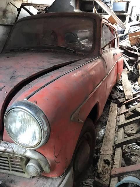Днепрянин «раскопал» старинный автомобиль 1