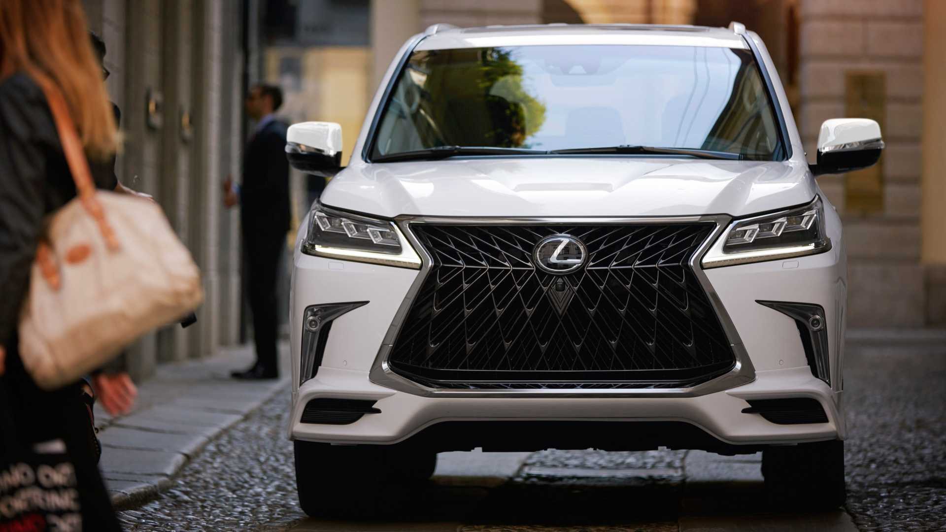 Lexus LX стал более спортивным 1