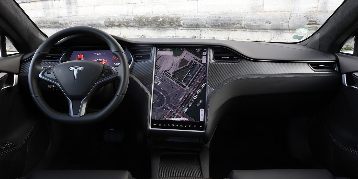 В электрокарах Tesla начнут показывать видео с YouTube и Netflix 1