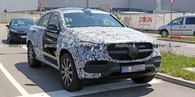 На тестах замечен прототип обновленного Mercedes GLE Coupe 1