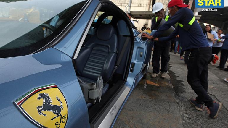 Контрабандный суперкар Ferrari 360 Spider раздавили бульдозером 1