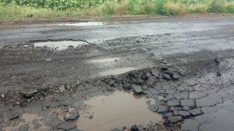 На украинской дороге после ремонта ям стало ещё больше 1