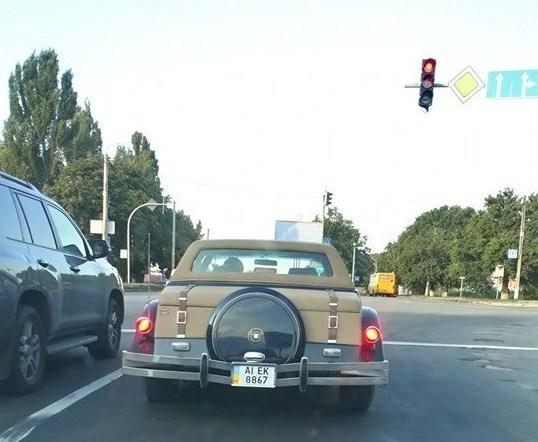 В Украине замечено редчайшее авто в ретро-стиле с позолотой 2