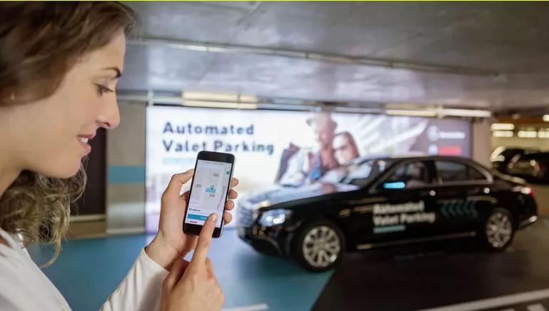 Mercedes представил первую в мире беспилотную парковку 1