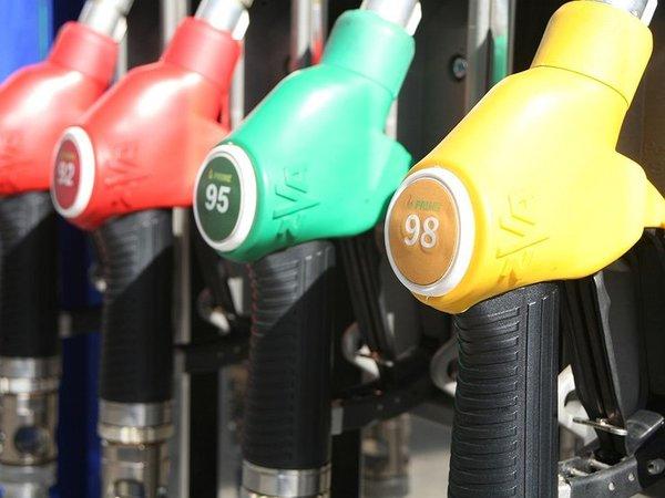 На автомобильное топливо ввели новую спецпошлину 1