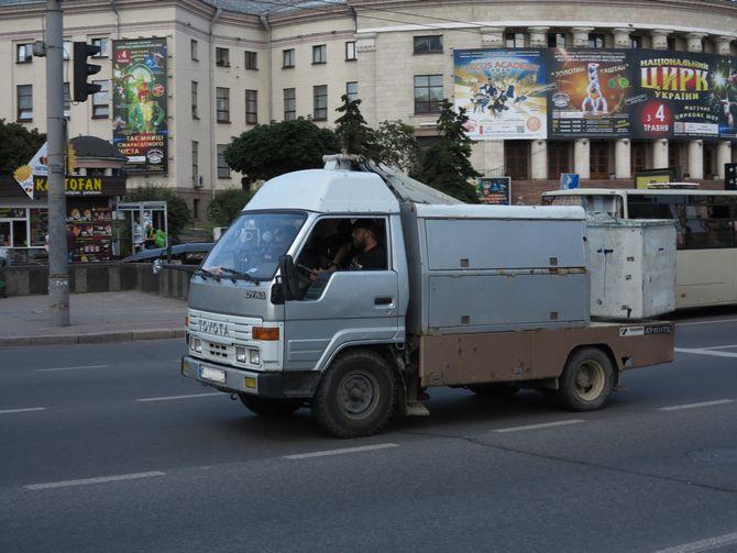 Интересный грузовик Toyota на украинских дорогах 1