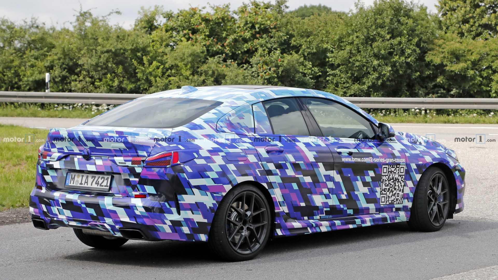 Появилось официальное фото четырехдверной BMW 2 Series 1