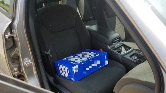 Водитель перепутал детское кресло с ящиком пива 1