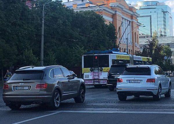 Киев заполонили Bentley Bentayga 1