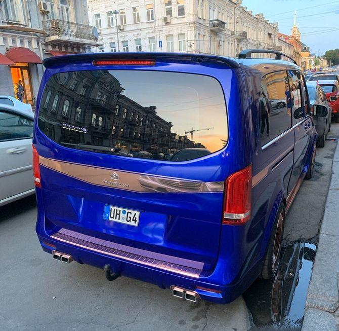 В Украине засветилась экзотическая маршрутка Mercedes-Maybach 2