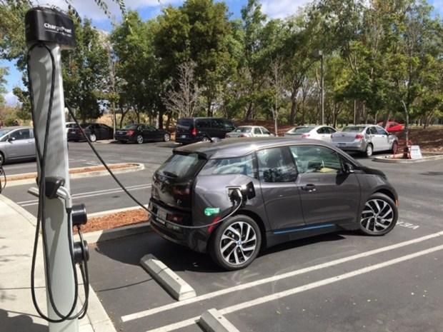 В Европе назвали главные угрозы для развития электромобильного рынка 2