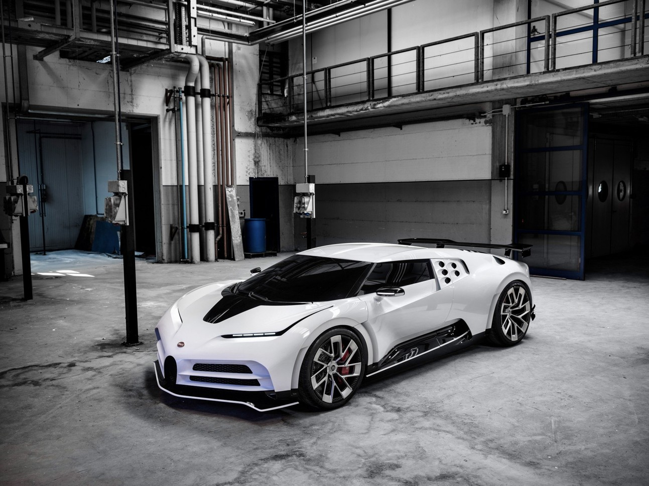 Показан автомобиль за 8 млн евро: фото Bugatti Centodieci 3