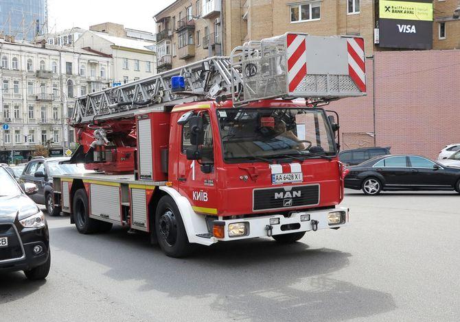 Столичные пожарные на сверхтихом автомобиле 1