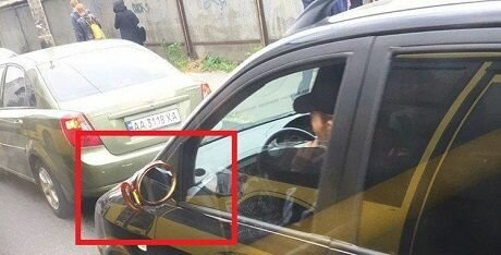 «Прогресс нанотехнологий»: в Украине заметили автомобиль с самым необычным боковым зеркалом 1