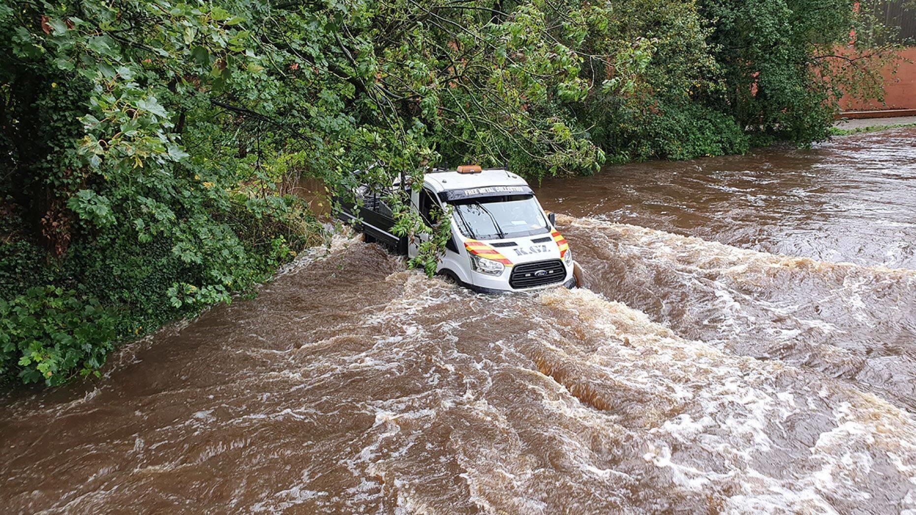 Навигатор «решил» утопить водителя в реке 1