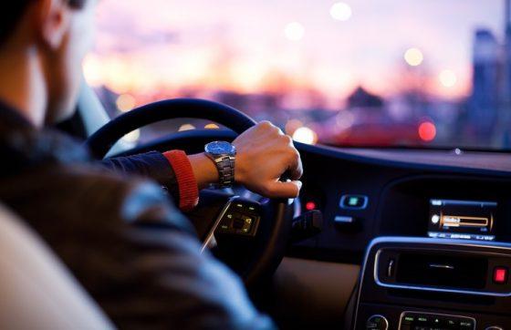Названы три привычки водителей, которые вредят им самим 1