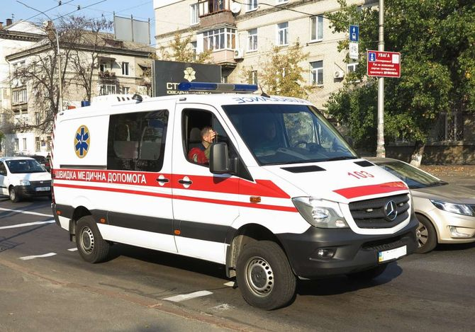 В Украине замечена загадочная скорая на базе Mercedes-Benz Sprinter 1