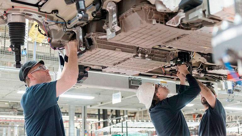BMW может сократить рабочие места в связи с торговой войной 1