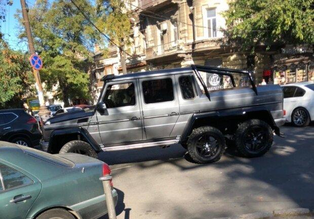 В Одессе засветился редкий шестиколесный «Гелик» 1
