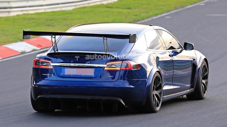 Необычная версия Tesla Model S замечена на Нюрбургринге 2
