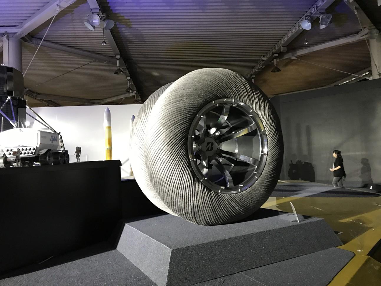 Автомобили Toyota отправятся на Луну 2