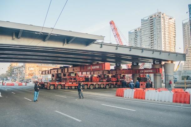 В Киеве установлен прогон Шулявского моста 1