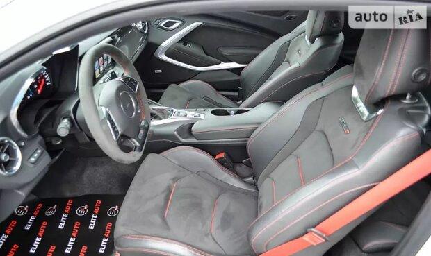 В Украине роскошный Camaro выставили на продажу 3
