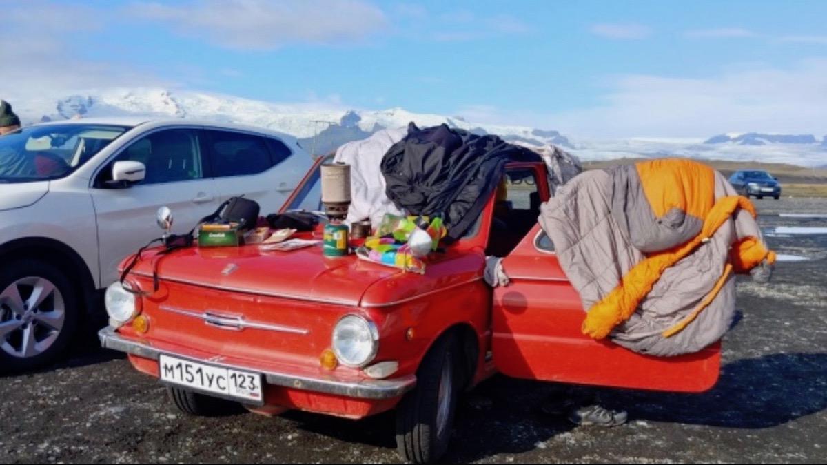 Россияне проехали путь от Челябинска до Исландии на старом «Запорожце» 2