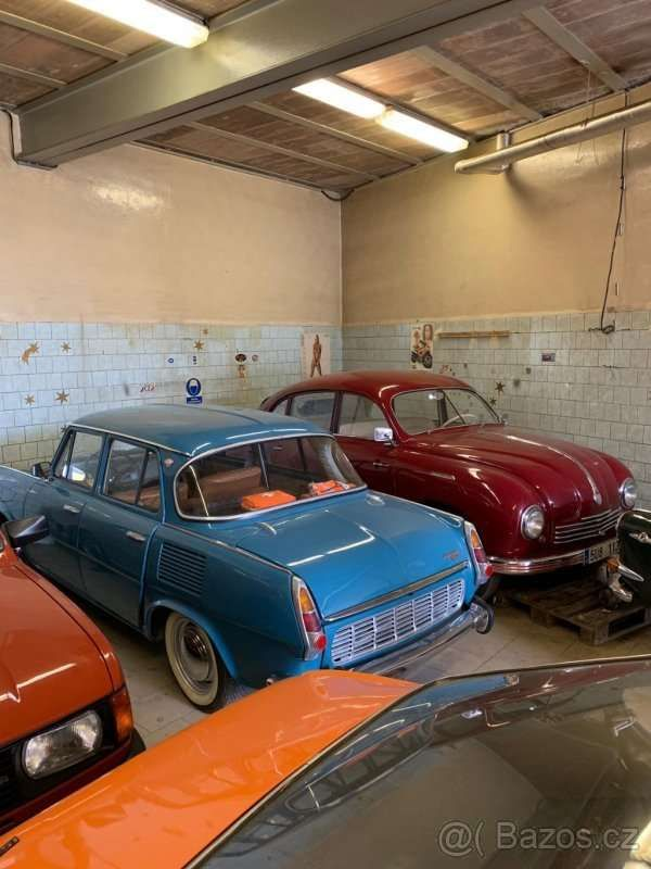 Коллекцию классических автомобилей Skoda оценили как два Porsche Panamera 3