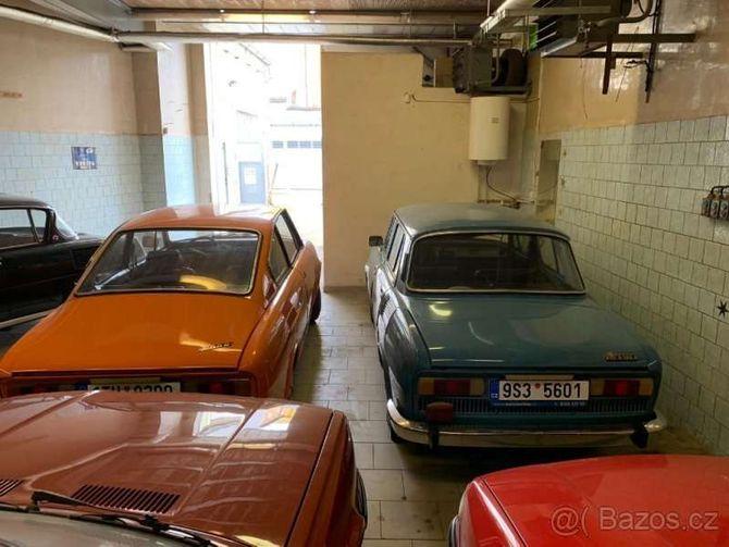 Коллекцию классических автомобилей Skoda оценили как два Porsche Panamera 4