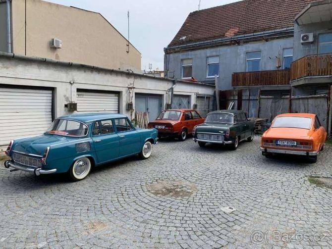 Коллекцию классических автомобилей Skoda оценили как два Porsche Panamera 2