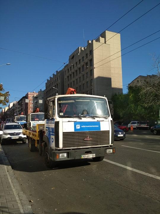 В Киеве целая «армия» эвакуаторов выехала на борьбу с «героями парковки» 1