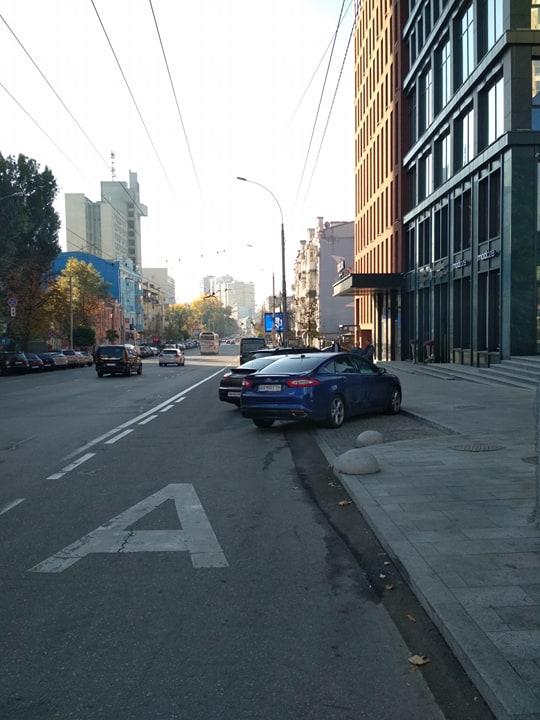 В Киеве целая «армия» эвакуаторов выехала на борьбу с «героями парковки» 2