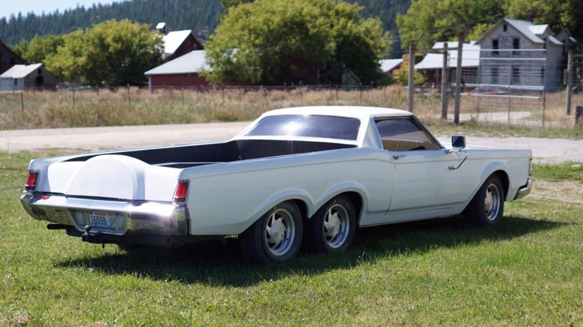 Из купе Lincoln сделали шестиколесный пикап 2
