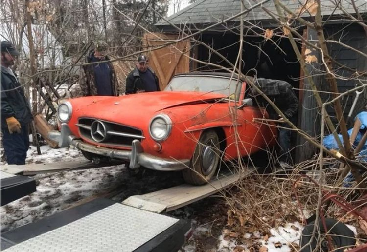 Обнаружен «Мерседес», простоявший в заброшенном гараже 44 года 1
