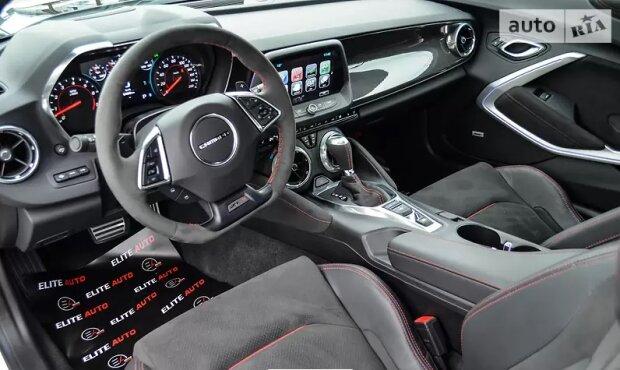 В Украине роскошный Camaro выставили на продажу 4