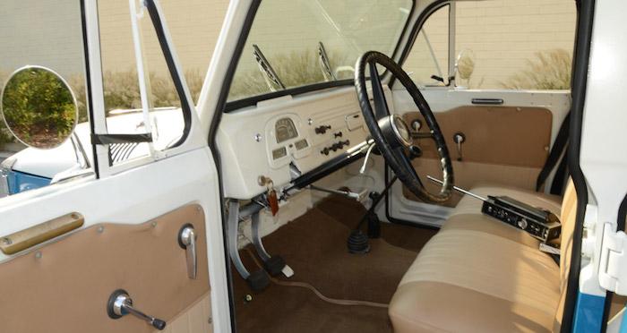 Редкий 52-летний Toyota Land Cruiser FJ45LV выставили на продажу 3