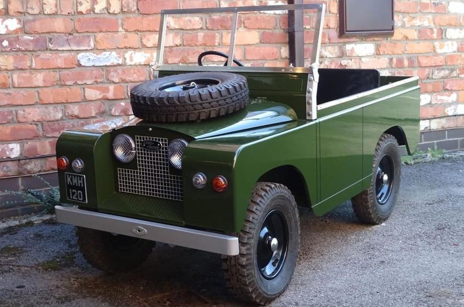 «Детский» Land Rover с прицепом пустят с молотка 1