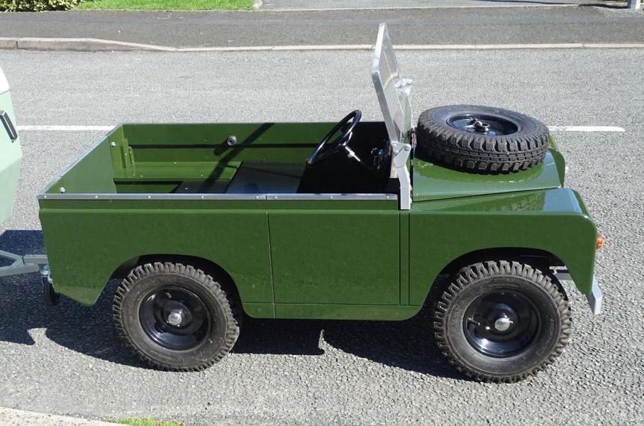 «Детский» Land Rover с прицепом пустят с молотка 2