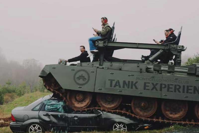 В США разрешили автомобили давить танком 1