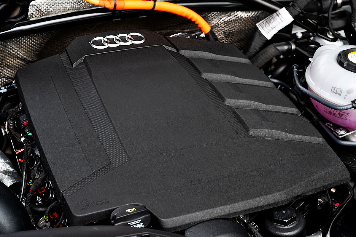 Тест-драйв плагин-гибридного автомобиля Audi Q5 3