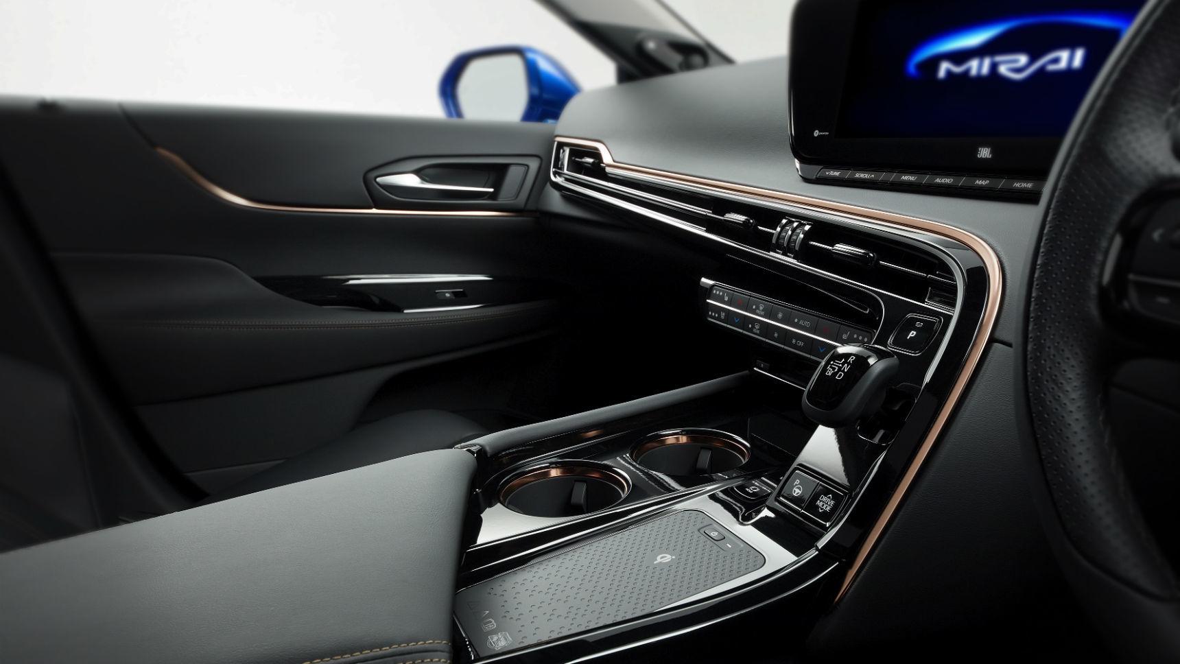 Toyota показала второе поколение своего водородомобиля 4