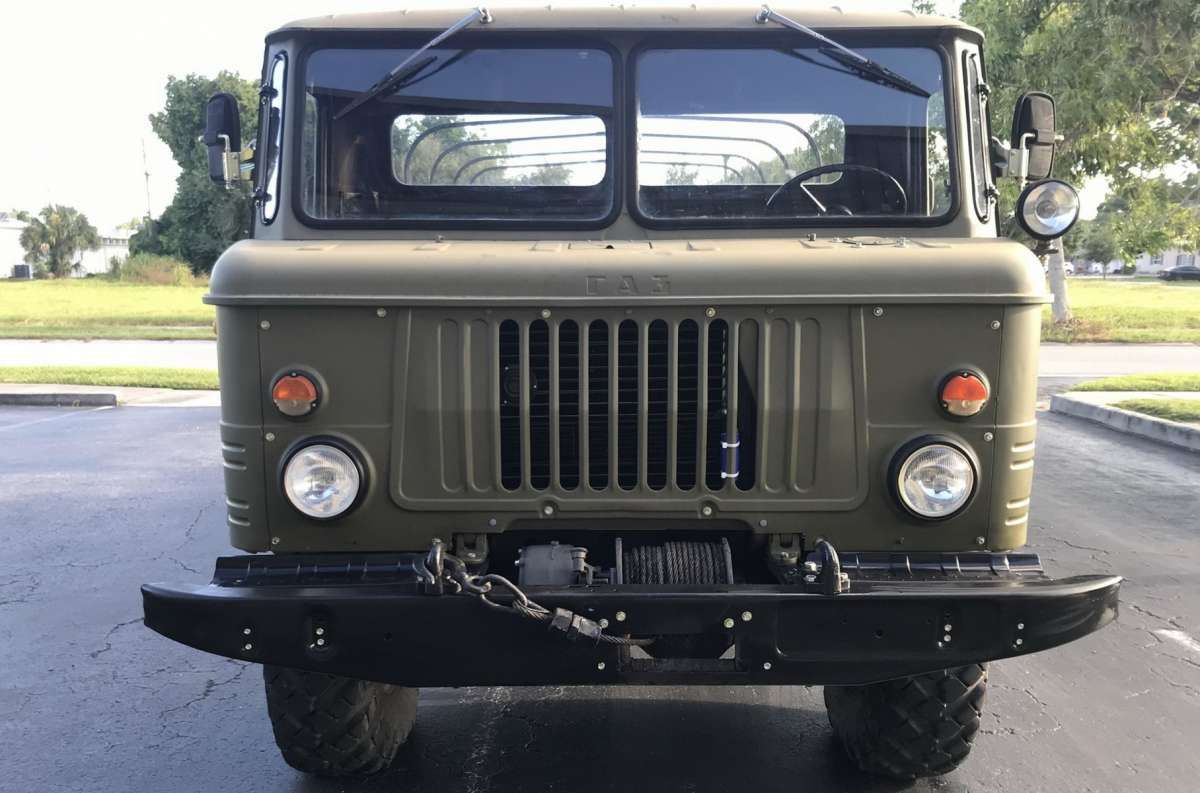 Армейский ГАЗ-66 продали по цене шикарного Cadillac Allante 1