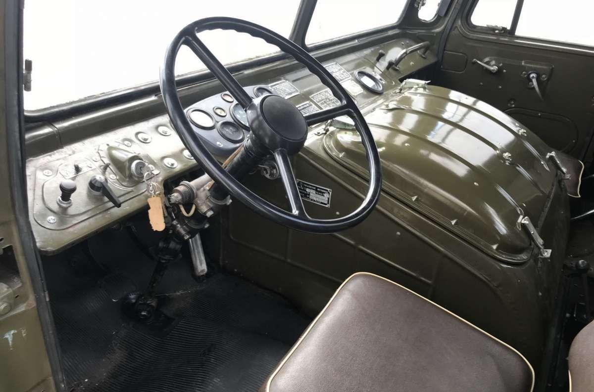 Армейский ГАЗ-66 продали по цене шикарного Cadillac Allante 2