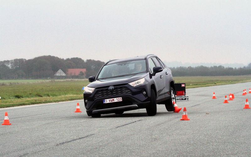Кандидаты на звание «Европейский автомобиль года» подверглись испытанию «лосиным тестом» 1