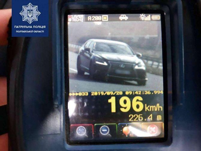 TruCam «поймал» водителя на скорости почти 200 км в час 1